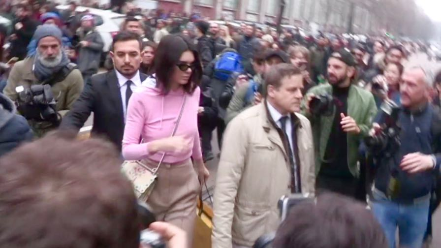 Stella Maxwell and Kendall Jenner swarmed by the press after the Fendi fashion show in Milan