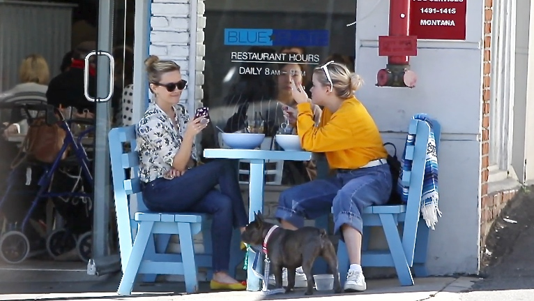FRANCE ONLY - EXCLUSIVE - Reese Witherspoon Gets Lunch With Daughter Ava Phillippe