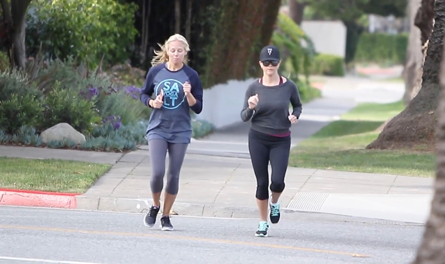 FRANCE ONLY - EXCLUSIVE - Reese Witherspoon Burns Off Easter Calories With Morning Jog