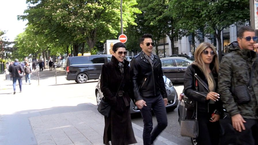EXCLUSIVE : Julianna Margulies and husband Keith Lieberthal having a stroll in the streets of Paris