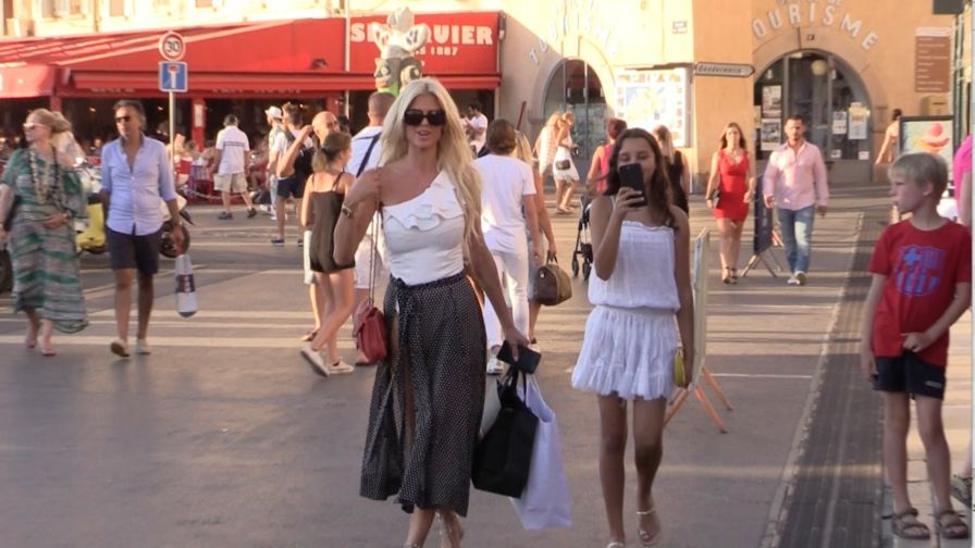 EXCLUSIVE - Victoria Silvstedt shopping in Saint Tropez