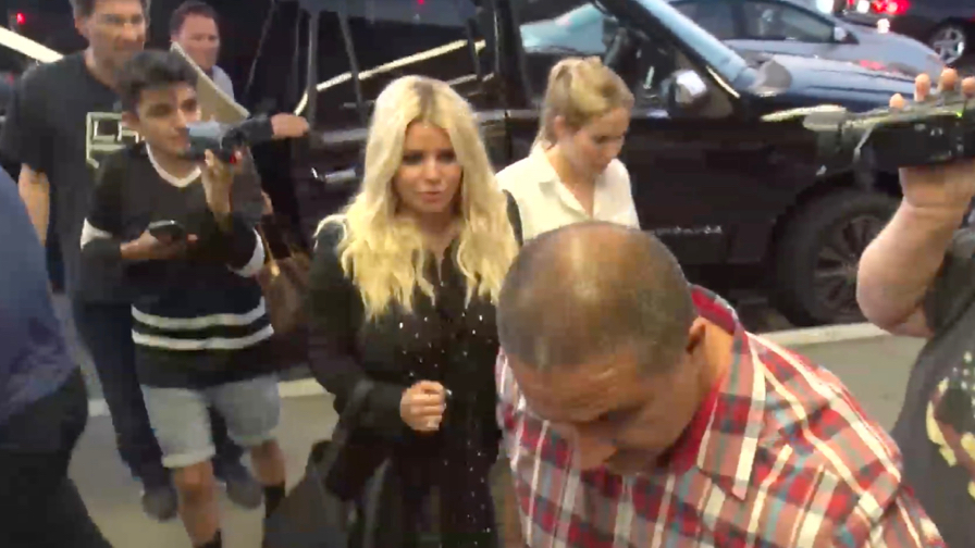 FRANCE ONLY - Is Jessica Simpson Going Overboard With Plastic Surgery