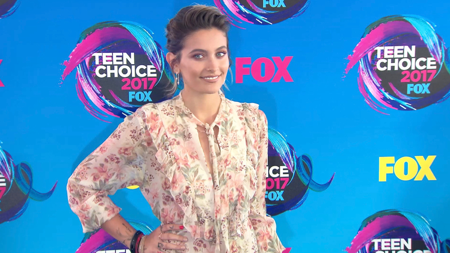 FRANCE ONLY - Bella Thorne, Vanessa Hudgens, Paris Jackson and more at Teen Choice Awards 2017