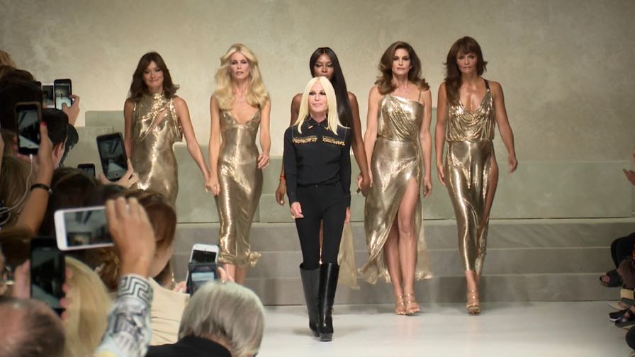 Naomi Campbell, Cindy Crawford, Carla Bruni and more on the runway for Versace - Angle 2