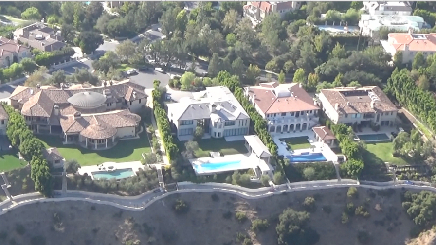 FRANCE ONLY - EXCLUSIVE - Kim And Kanye s Bel-Air Property Burglarized