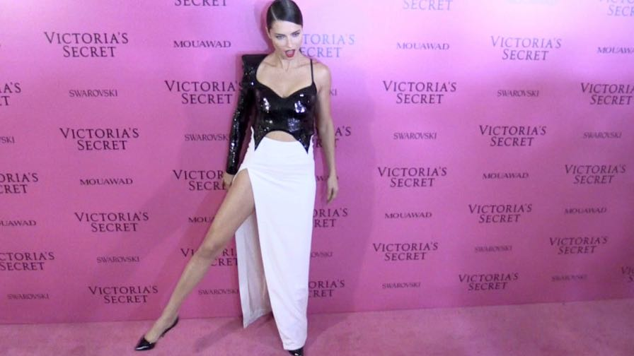 Adriana Lima stuns on the Pink Carpet after the Victoria Secret Fashion Show in Shanghai