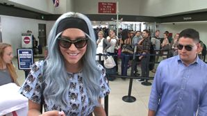 FRANCE ONLY - NO YouTube - Kesha In Her Kitty Cat Cult Gear At LAX