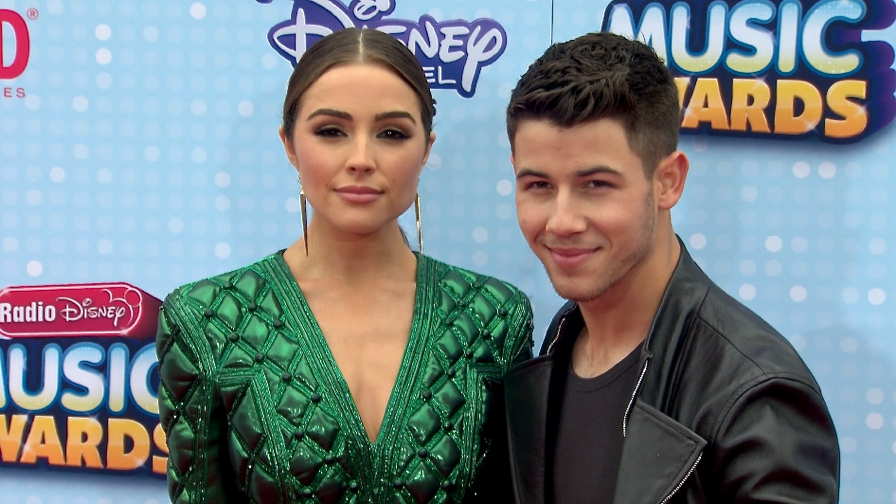 FRANCE ONLY - Carly Rae Jepsen, Kelly Osbourne, Nick Jonas and more at Radio Disney Music Awards 201