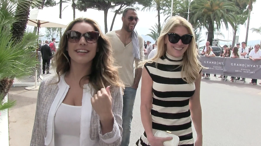 Kelly Brook is all happy in Cannes with John Carew and friends